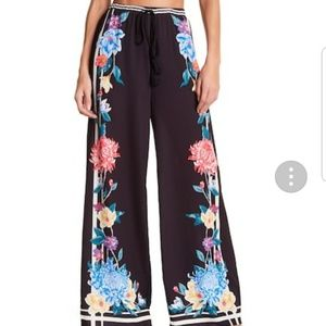 NWOT Flying Tomato Palazzo Floral Pants